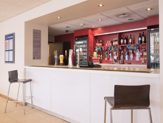 Travelodge London Excel Hotel: BarCafe