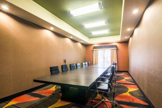 Comfort Suites: Conference Room