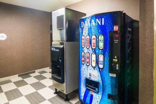 Comfort Suites: Vending