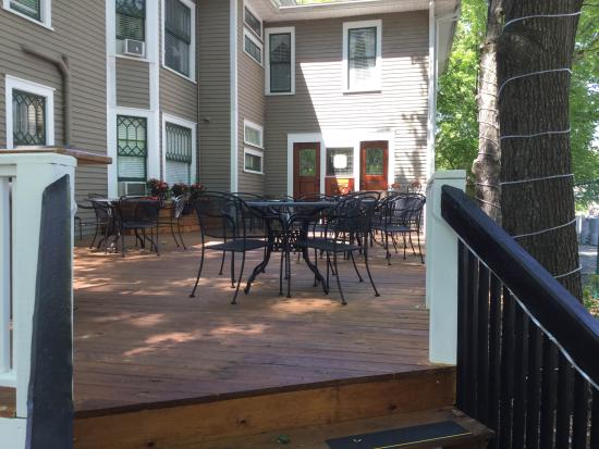 The Charleston Inn: The Lantern Restaurant Patio