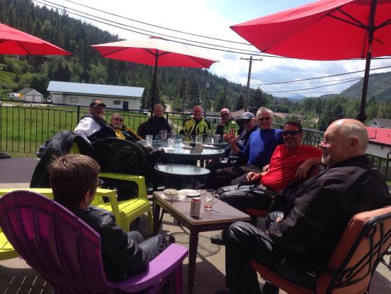 Greenwood, Канада: Awesome crew in from the Kelowna area joined us for lunch on our back deck :) Thanks guys and ga