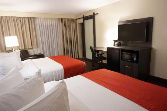 Ramada Kingston Hotel and Conference Center: Double Queen Bed Guest Room 2