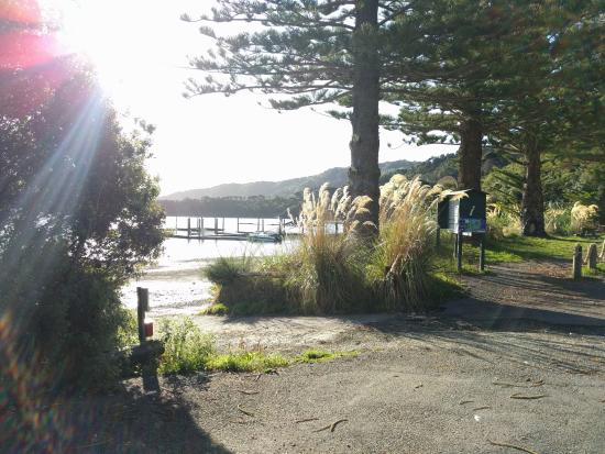 Portage Hotel and resort: Approaching the beach and pier