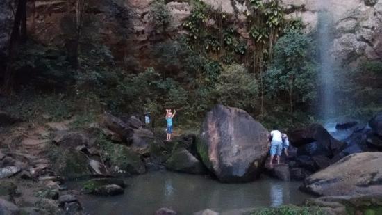Analandia, SP: Foto tirada da base da cachoeira