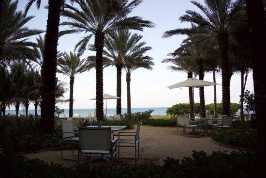 Surfside, Floryda: The view from the outside area of the restaurant