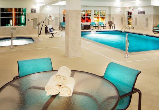 Largo, MD: Indoor Pool & Spa