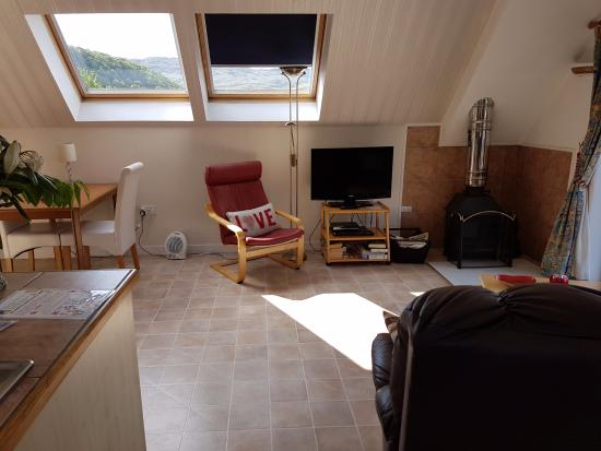 Kilmelford, UK: Living room/kitchen