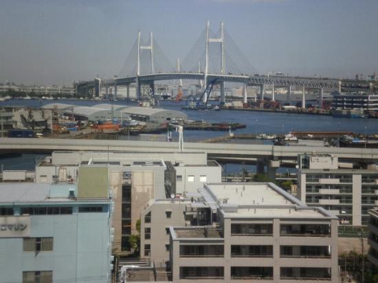 KKR Porthill Yokohama : ホテルの公園内で、山下ふ頭、レインボーBridgeを写す