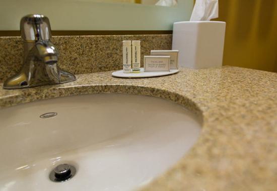 Lancaster, CA: Suite Bathroom Amenities