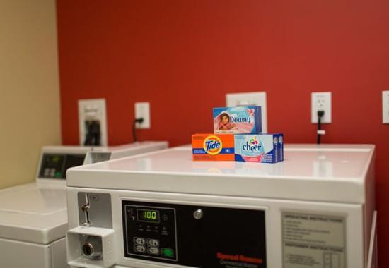 Lancaster, CA: Guest Laundry