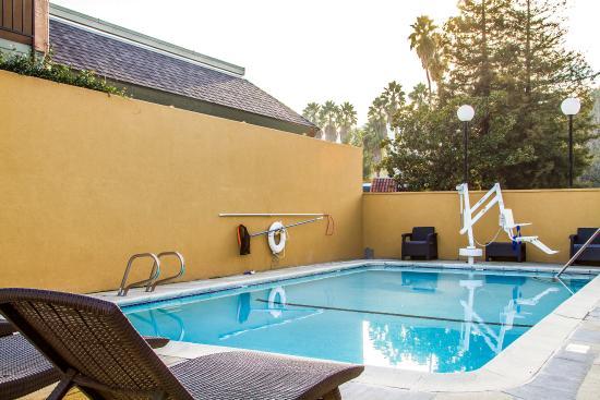 Martinez, CA: Pool