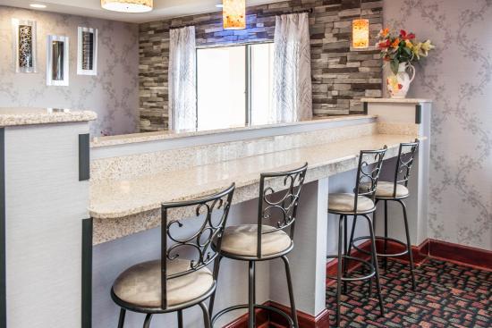 Quality Inn & Suites: Breakfast Sitting