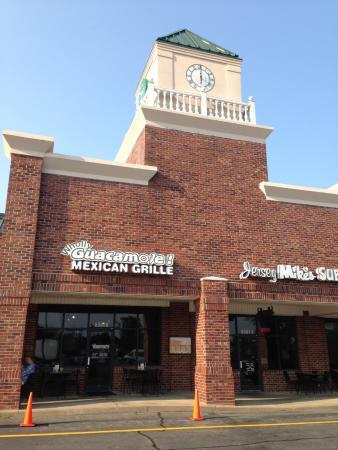 Whitsett, Karolina Północna: Front Entrance