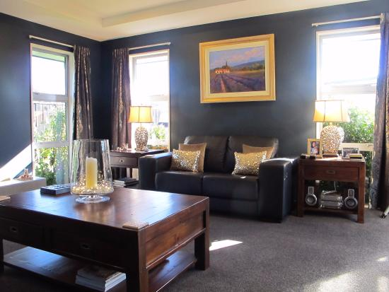 West Melton, New Zealand: Formal lounge - feel free to use and relax or listen to music