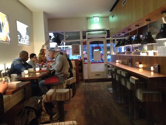 Burgerz: Casual, friendly atmosphere.