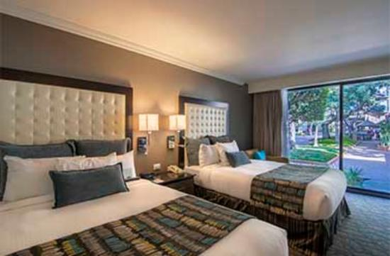 Hotel Lucerna Tijuana: DELUXE DOBLE VISTA ALBERCA