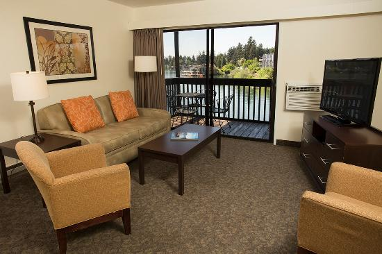 Lakeshore Inn: Two Bedroom Suite