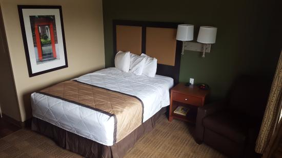 Extended Stay America - Bakersfield - Chester Lane: Read my trouble to turn on the lamp