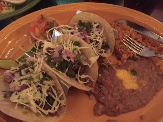LA Casita Restaurant & Cantina : The three taco plate