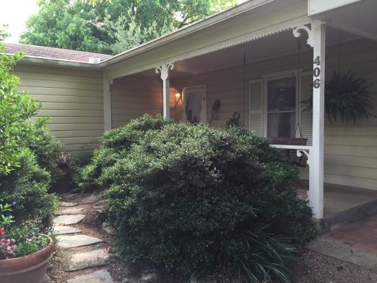 Lillie Marlene, A Fredericksburg, Texas Guesthouse: Entry