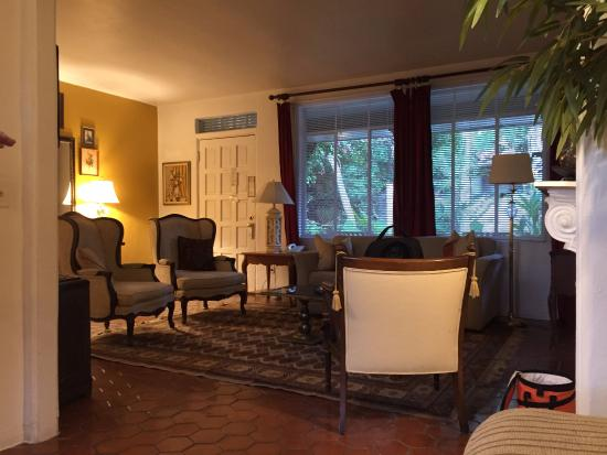 Villa Royale Inn: Living Room