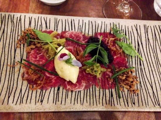 Arajilla Restaurant: Beef carpaccio with plum relish, garlic crumb cornichon, fried eschalott & horse radish mousse