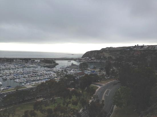 Dana Point, Californië: Harbor View from local road