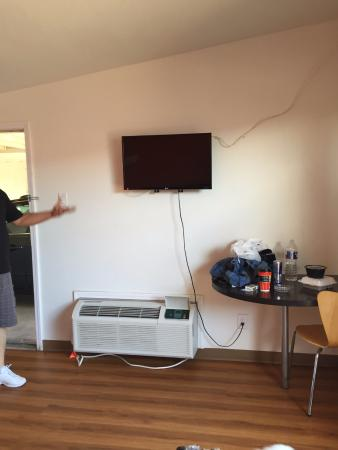 Motel 6 Hobbs: Flat Screen Tv Too Small For The Size Of The Room,