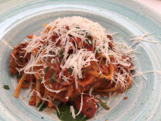 LamiaVia-Can Pasta: Vi delte en thai kylling salat, virkelig lækker. Fik bagefter en lækker pastaret.