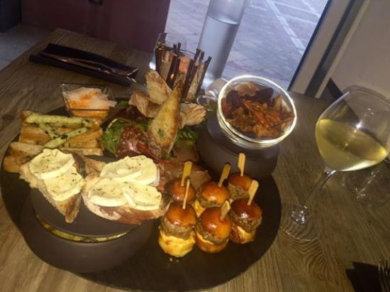 Lattes, Francia: L'assiette de tapas... Waaaahouuuu un régal !!!!!!!