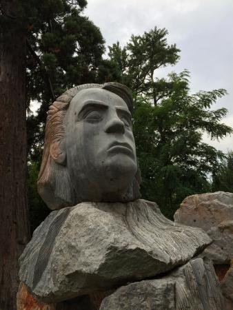 Saint-Cyprien, Frankrike: sculpture du parc