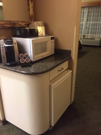 Vancouver, WA: Microwave and coffee machine