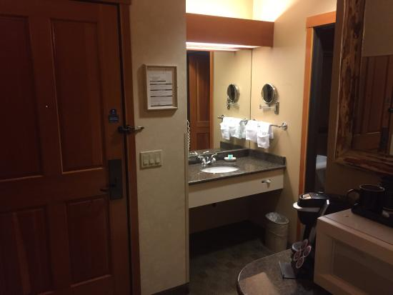 Vancouver, WA: Sink area by the room entrance