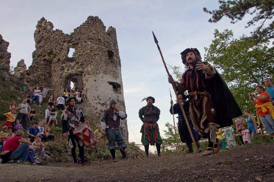 Reviste Castle ruins