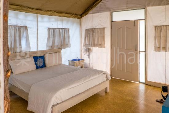 Botanix Nature Resort: swiss tent
