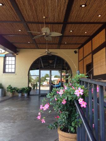 Little Hawaiian Seafood Grill & TIKI Lounge: Patio