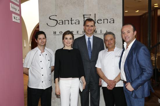 San Carlos del Valle, Spanyol: SUS MAJESTADES EN HOSPEDERIA SANTA ELENA.