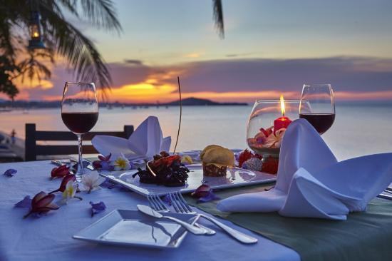 Paradise Beach Resort: dinner by the sae