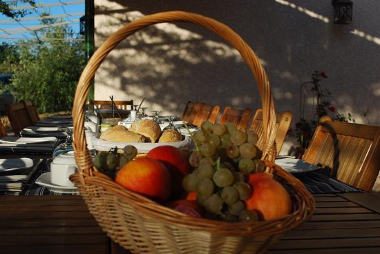 Trouillas, France: petit déjeuner
