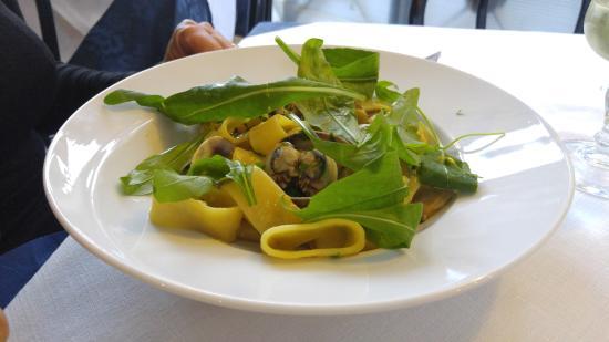 Ristorante Pizzeria Il Mulino: Scialatelli alla Siciliana - homeade pasta with clams and arugula. So simple yet so delicious!