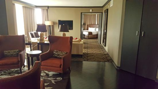 Doubletree By Hilton Hotel Houston Downtown Presidential Suite With Two Setting Areas