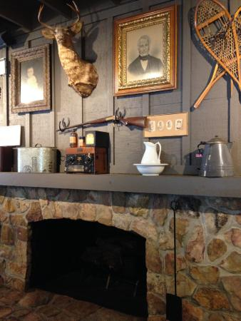 Commerce, GA: Fireplace & Wall Decorations