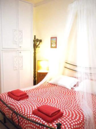 """Gavorrano, Italia: La camera """"Asso di cuori"""" ispirata alla storia di Lewis Carroll Alice nel paese delle meraviglie"""