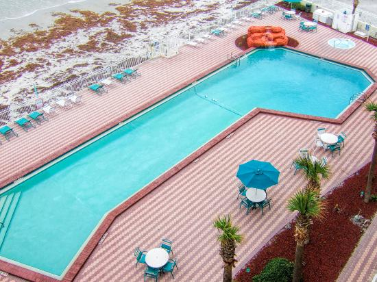 Harbour Beach Resort: Oceanfront Pool