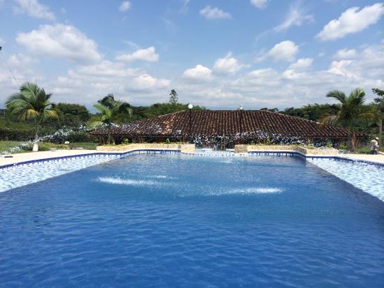 Hotel parque de los arrieros desde quimbaya for Piscina 94 respuestas