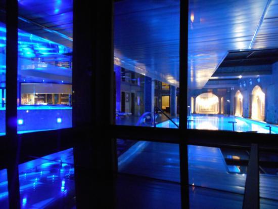 Eclairage De La Piscine Ouvert Jusqu A 21h Picture Of Salles Hotel