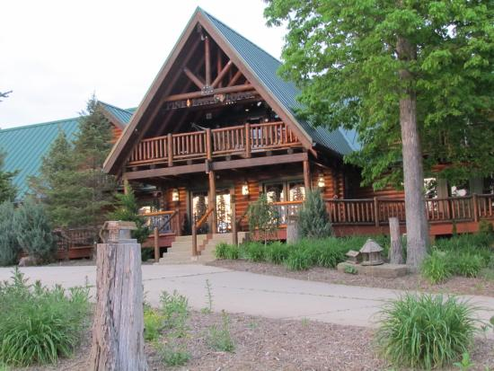 Salesville, OH: Front of lodge