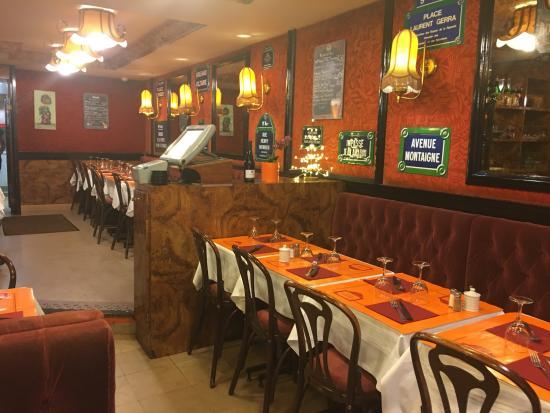 Le Clos Bourguignon - interior of restaurant