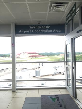 ‪Yeager Airport Observation Area‬