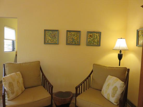 Punta Gorda, Belize: Room #5 Couch